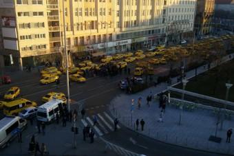 Csütörtökön újra tüntetnek a taxisok Budapesten