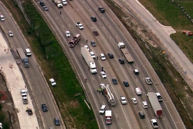 Meztelen nő táncolt az autópályán, megbénult a forgalom