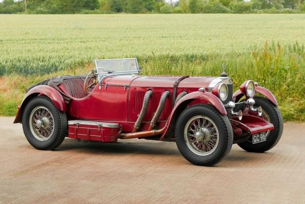 Mondhatnánk, hogy a Mercedes eleve prémiummárkaként látta meg a napvilágot, de a múlt század elejének Európájában bármilyen autó eleve a gazdagok kiváltsága volt. Más márkákkal szemben azonban a Mercedes megőrizte privilegizált besorolását