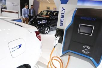 Óragyártól érkeznek akksik kínai elektromos autókba