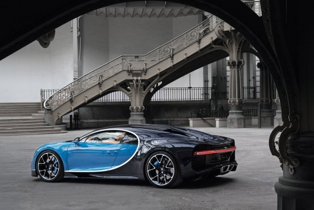 Bugatti-Chiron_2017_1600x1200_wallpaper_17