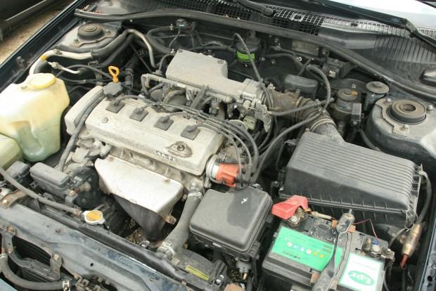 Olcsó dízel helyett szívó benzines motort érdemes választani. A képen a Toyota Avensis 1,6 literes blokkja