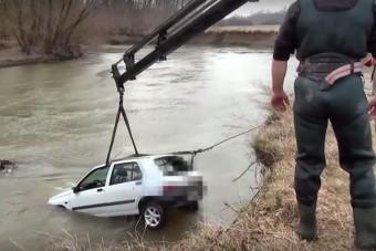 Folyóba esett egy kocsi Vas megyében - videó