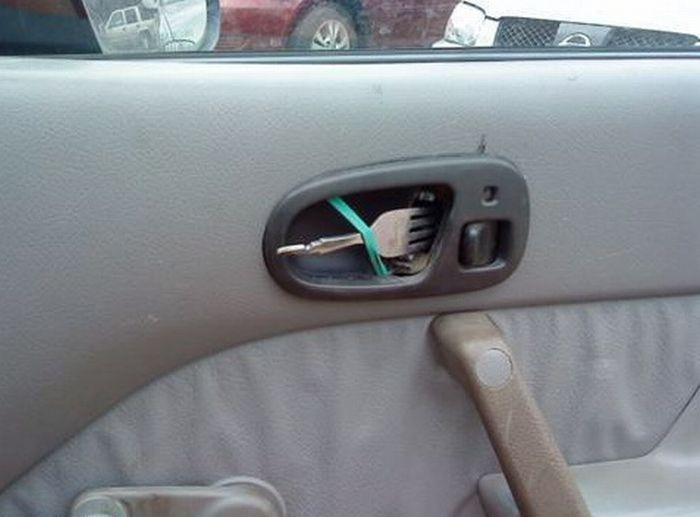 Fork-door-handle