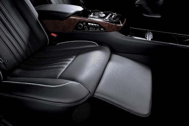Genesis-EQ900L-LWB-rear-seat