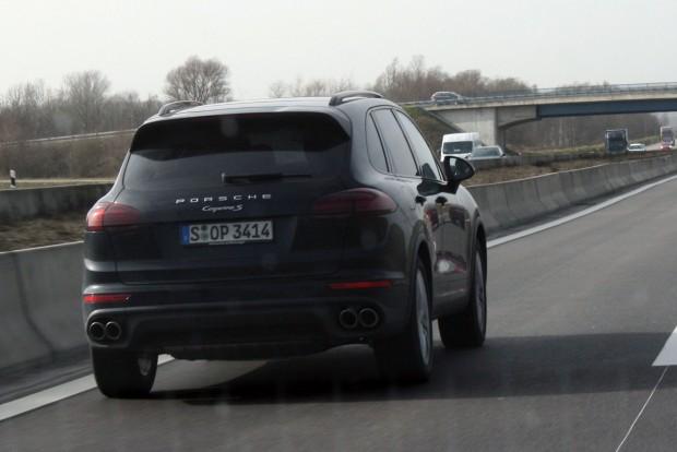 A legérdekesebb autó, ami 600 km alatt megelőzött az Autobahnon, ez a Cayenne S volt. Hát hová lett az autózás romantikája?