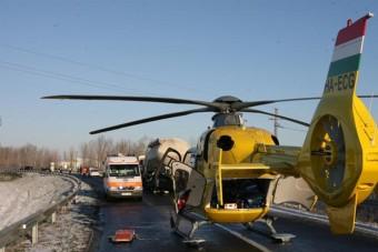 Lezárták az M3-ast, mentőhelikopter a helyszínen