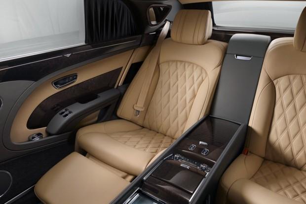 Hát igen... Körülbelül így néz ki egy igazán prémium, sőt valójában luxus utastér. nemes anyagok, műgonddal elvégzett kivitelezés, rengeteg, a kényelmet szolgáló extra
