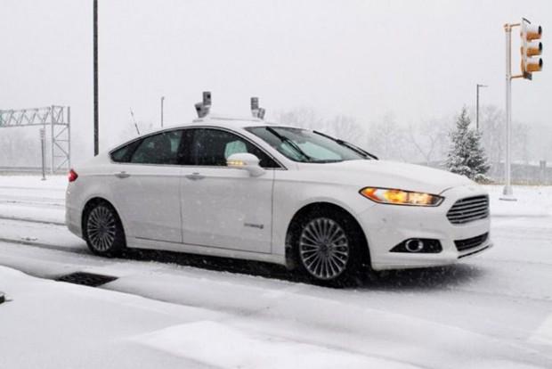 A Ford hóban teszteli önjáró autóit. A hótakaró által eltakart útburkolati jelek nélkül is tudnia kell tájékozódnia