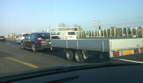 spotted_porsche_panamera_towing_a_trailer