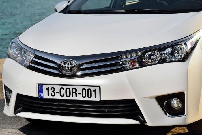 Pofásabb, biztonságosabb a Toyota Corolla 2