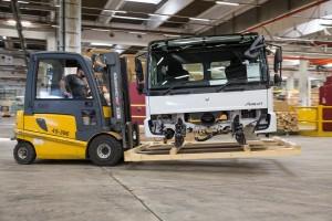 Dobozokban jutnak el a teherautók a harmadik világba