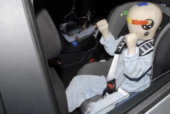 Milyen kocsit vegyél, hogy túlélje a gyerek?