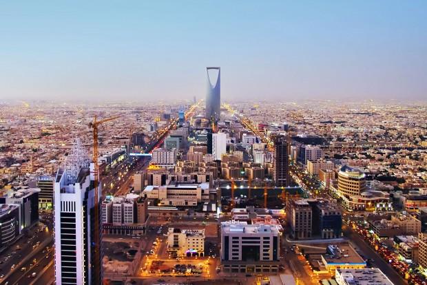 2. Szaúd-Arábia, 69 Ft/liter. Az ország címerében két handzsár és egy datolyapálma, a sivatagi emberek éltetője szerepel, de lehetne fúrótorony vagy olajtanker is. A Businesswire képén Rijád, a főváros.