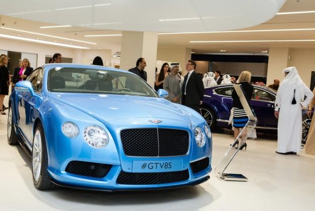 5. Katar 99 Ft/liter. A Rolls-Royce-ok és V8-as meg V12-es G Mercedesek sűrűségéből is látni, hogy az arab-félszigeti országban sem a benzinen kell bevasalni az adót.