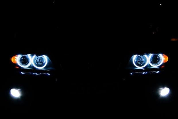 BMW E39 Angel Eyes-zal