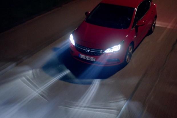Egyebek mellett pont a high-tech világítás tömegszintre hozatala segített hozzá az Opelt az idei Év Autója cím elnyeréséhez
