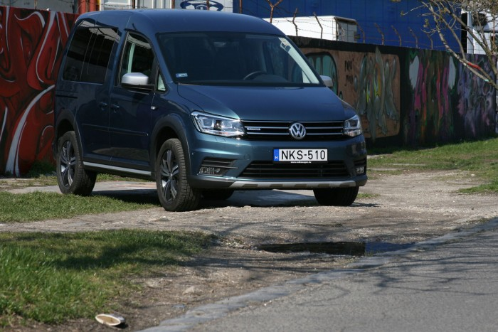 teszt volkswagen caddy alltrack 2 0 tdi 4motion. Black Bedroom Furniture Sets. Home Design Ideas