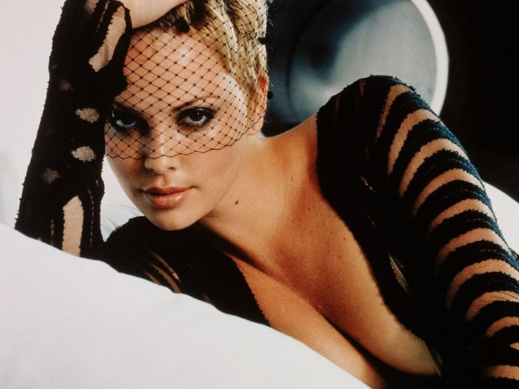 charlize-theron-hot-wallpapers- (19)