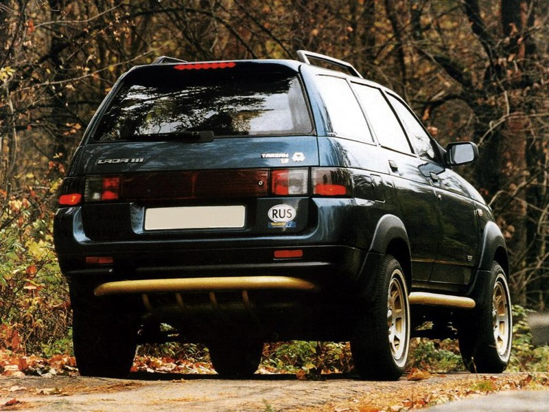 Lada Samara Tarzan Koncepciójával a Tarzan leginkább az egykori Volkswagen Golf Countryra emlékeztet, terepjáróképessége viszont igen jó. A Lada SUV érdekessége, hogy a legnagyobb motor a leggyengébb, a legkisebb hengerűrtartalmú a legerősebb. Egy idő után a Samara karosszériáját felcserélték a Lada 111 kombiéval, ez látható a képen.