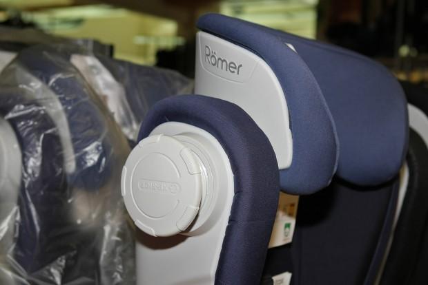 Az ülés oldalából extra oldalvédelmet nyújtó izé tekerhető ki