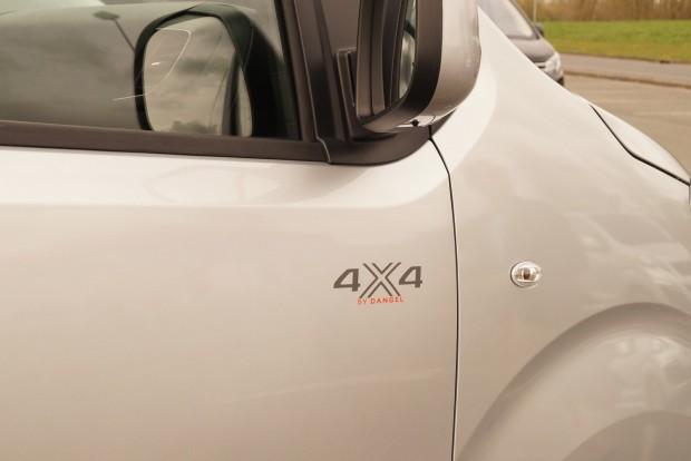 A Dangel 4x4-es verziót is készít az autóból