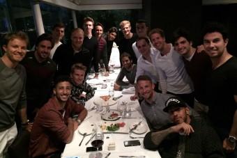 F1: A vacsoraasztalnál pózoltak a
