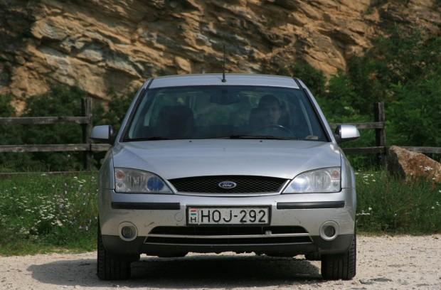 2001-es Mondeo: szürke és jellegtelen, de jó vezetni