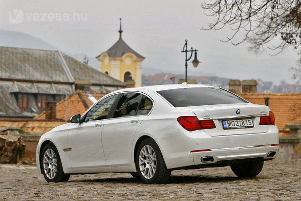 2013-ban a BMW modellfrissítéssel és új dízelváltozattal dobta fel a 7-es sorozatot.