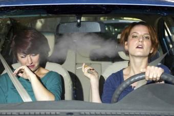 Tilos lesz dohányozni az autóban?