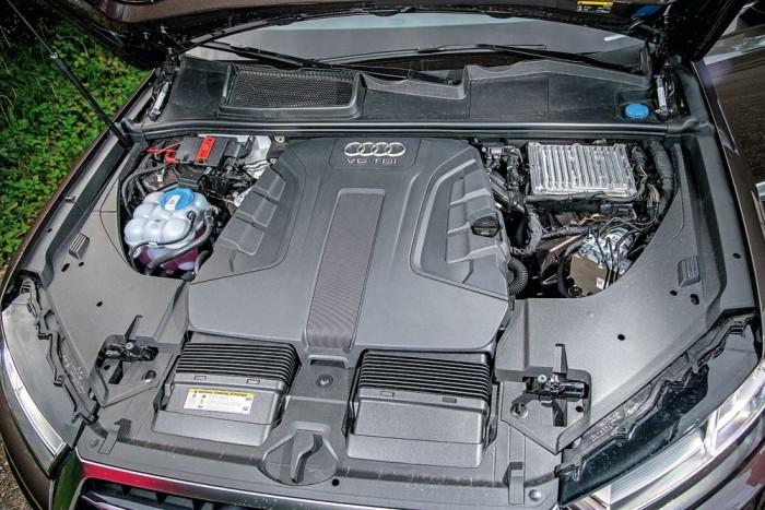 Ez itt egy motor! Amilyen jól elrejtették, olyan csendes menet közben, alig hallani a hangját