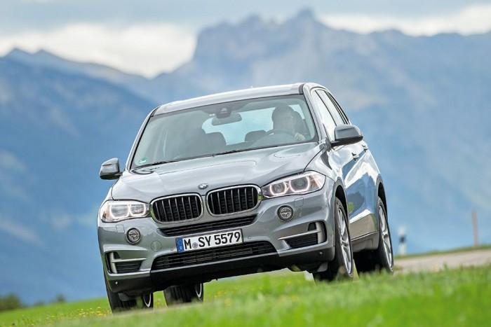 Nagy, tágas, súlyos, és egy BMW-hez képest meglepően otthonos