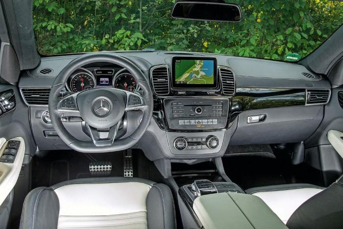 A szabadon álló központi képernyő számít a legfontosabb újításnak a kabinban