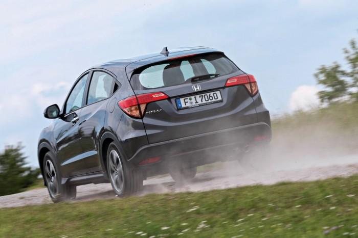 A Mazda megjelenése sportos, a Honda szögletes vonalai nem fognak mindenkinek tetszeni