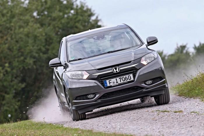 A Honda tágas, szokatlanul jól variálható, és sportosabb, mint a két centivel rövidebb CX-3