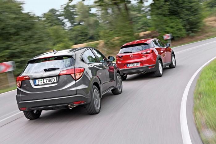 7,2 km/h-val gyorsabban teljesítette a Honda a kikerülést szimuláló dupla sávváltást. Szlalomban is majdnem 5 km/h-t vert a Mazdára - mindkét eredmény meglepő