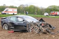 Öt centi ragasztószalaggal átverhető a Tesla 1