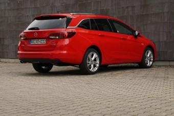 Magyar földön is szerettük a kombi Opel Astrát