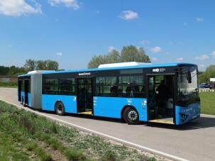 Lesz új magyar csuklós busz, beindult a gyártás