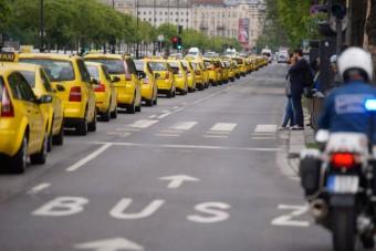 Retteghetnek a csaló budapesti taxisok
