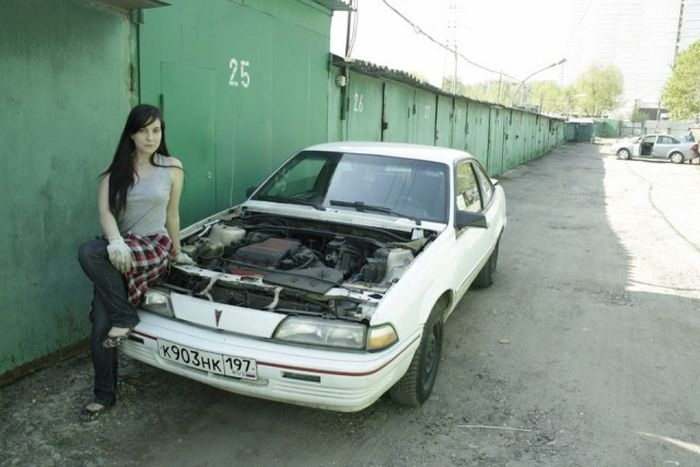girls_and_cars_12