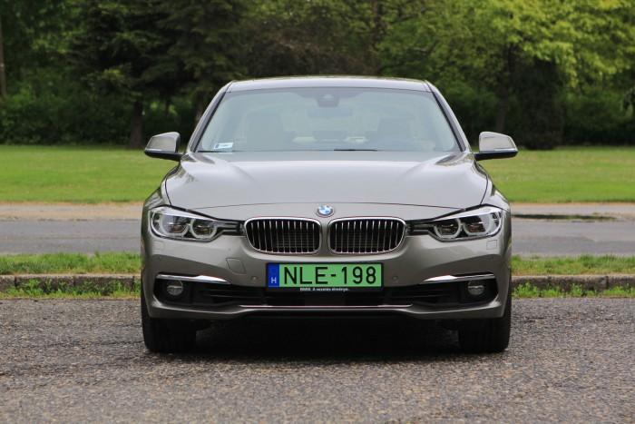 Teszt: BMW 330e