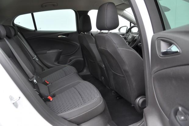 Hátul az Opelben a legtágasabb ahely, a Mégane jóval szűkebb