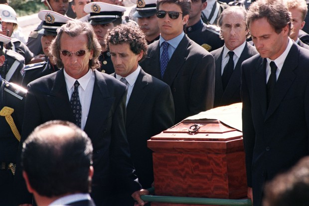 Fittipald, Prost, Stewart, Berger viszi utolsó útjára Sennát