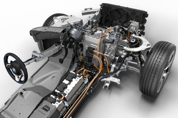 Az év motorja 1.4-1.8 liter között A BMW i8 másfél literes motorral épített plug-in hibrid hajtáslánca nyerte ezt a kategóriát. Szintén BMW fejlesztés a második helyezett 1,5-es turbó, mögöttük az Audi 1.8 TFSI