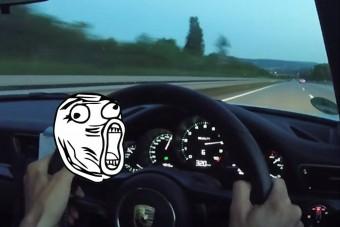 Így üti meg a 320 km/órát az új Porsche az autópályán