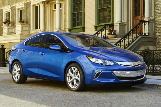 Legjobb környezetbarát jármű: Chevrolet Volt 85 kilométer tisztán elektromos üzemben, további 590 a fedélzeti áramfejlesztővel. A csomagtér viszont csak 310 literes.