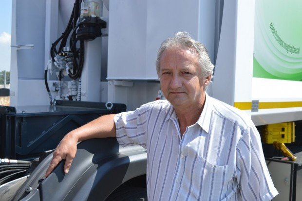 Bartha István, az Electromega elektromos kukás fejlesztője már új változatokon töri a fejét.
