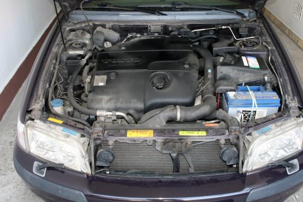 Némi olajfolyás, egészséges hang, 168 000 km után turbócsere: a motorban még nagyon sok km benne lehet
