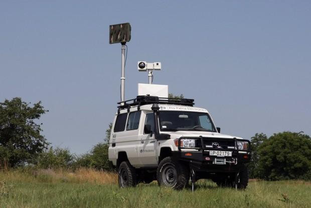 5 méter magasra tolja fel a kamerákat, radart. 8 kilométerről kiszúrja a gyalogost és azt is megmondja, van-e nála fegyver